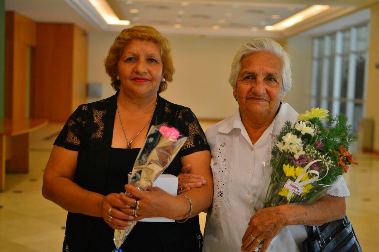 Madre e hija distinguidas por dedicar su vida a la salud de los ...